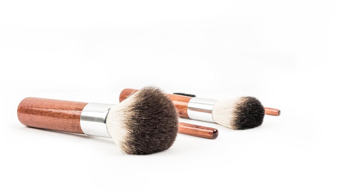 makeup-brush-2014330_1280-min